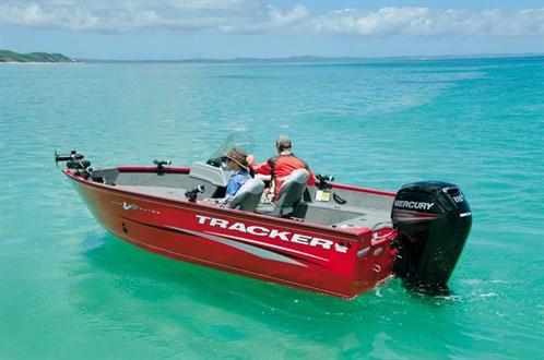 Tracker Pro-Guide V-175-SC boat at rest