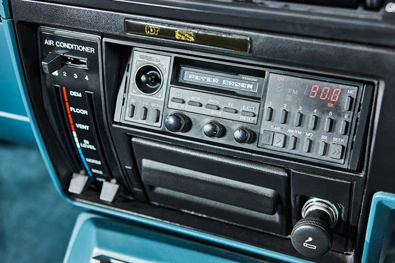 Holden -hdt -vk -commodore -dash -2