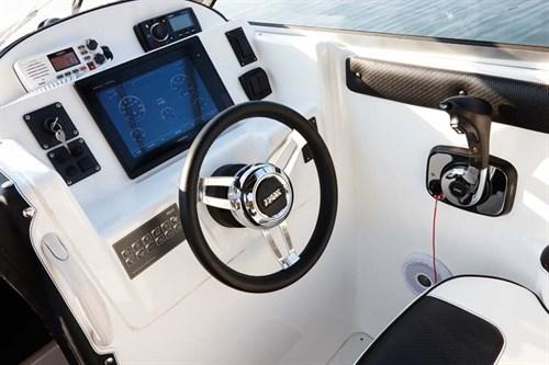 Dash console on Whittley SL 22 Sea Legend