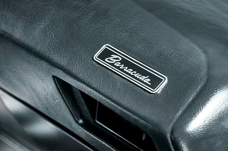 Plymouth -barracuda -dash -badge