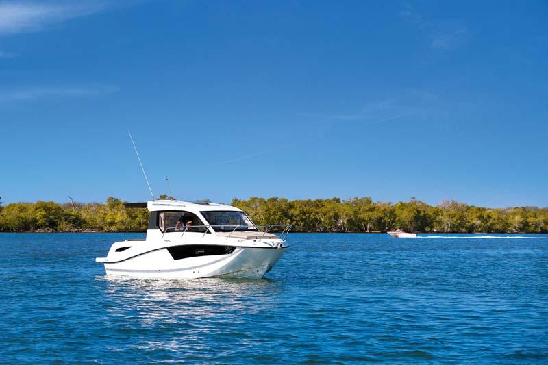 Arvor 755 Weekender boat at rest