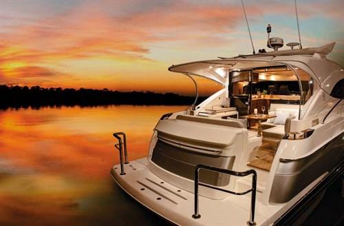 Riviera 4800 Sport Yacht rear lounge