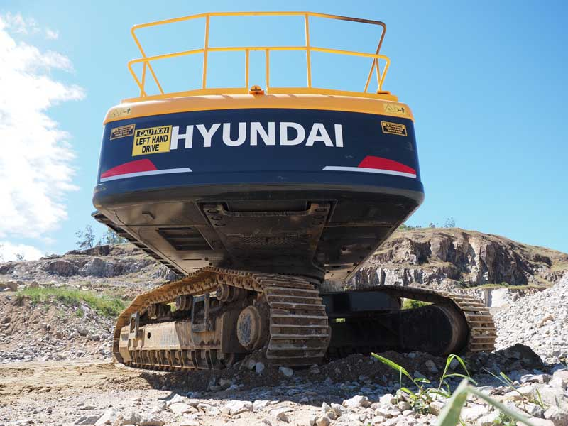 Rear shot of Hyundai R520LC-9 excavator