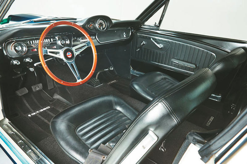 Shelby -mustang -gt 350-interior -front