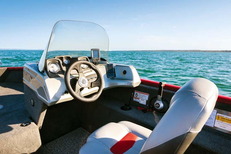 Cockpit on Tracker Pro-Guide V175 SC fishing boat