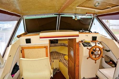 Closed cabin in Cruise Craft 580D cruiser