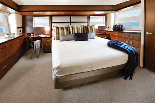 Master stateroom in Hatteras 60 MY