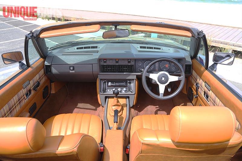 Triumph -tr 8-interior