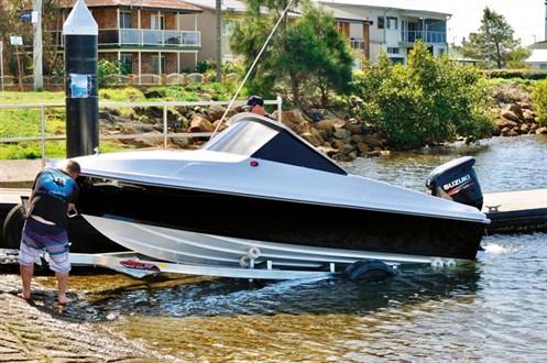 Haines Hunter V17L at boat ramp