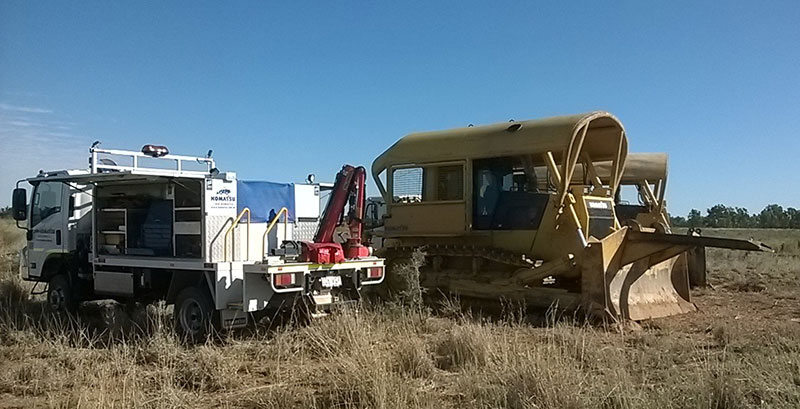 The Komatsu field service from Emerald carrying out planned dozer maintenance