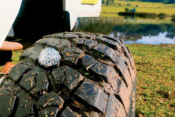 Essential -trackside -tyre -repair -tips -Find -a -leak
