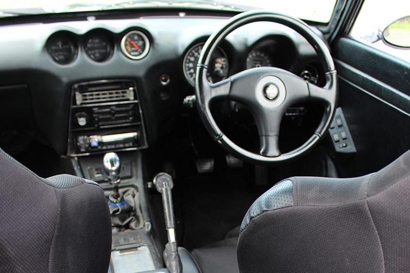 Datsun -240z -cockpit