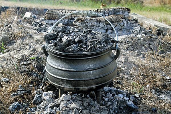 Camp -Ovens -101-Potjie