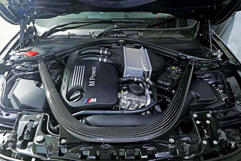 Bmw -m 3-jahre -engine -bay -front