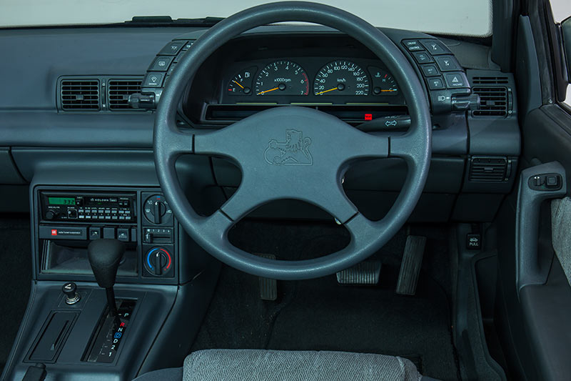 Holden -vn -calais -interior