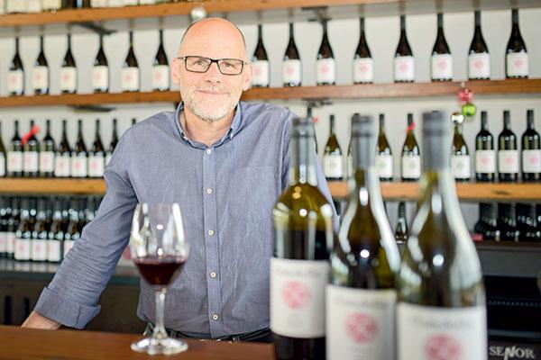 David -Reist -at -the -Clonakilla -winery -shows -shiraz -viognier