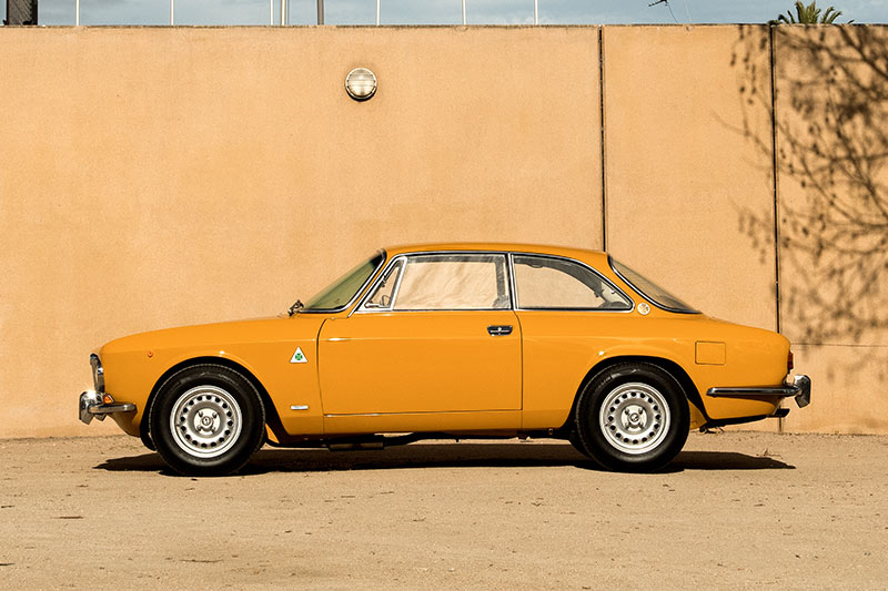 Alfa -romeo -gtv -1750-side -view