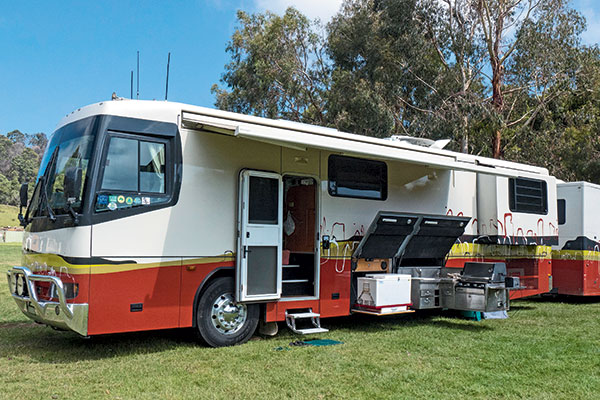 Denning -motorhome -custom -built -outdoor -kitchen
