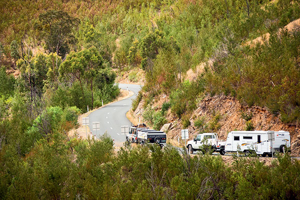 Avan -camper -and -New -Age -caravan -are -towed -in -the -High -Country