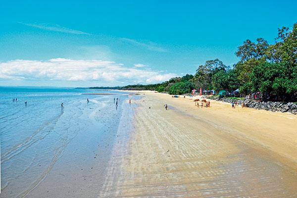 The -beach -beside -the -Esplanade -at -Hervey -Bay