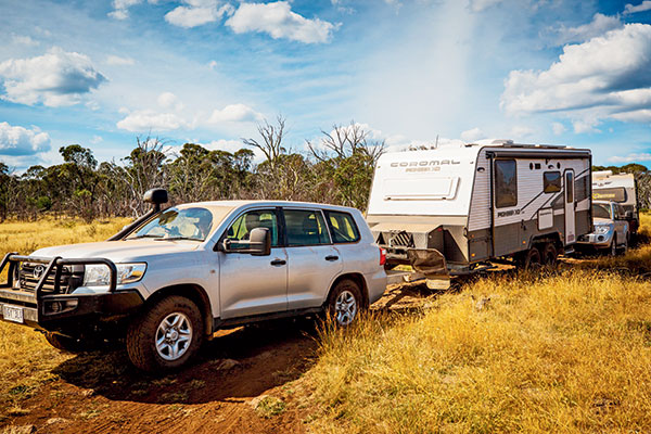 Toyota -fitted -with -clearview -mirrors -towing -a -Coromal -caravan