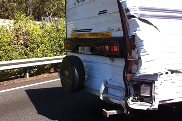 Caravan -after -an -accident -with -a -truck
