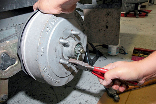 Removing -split -pin -from -the -wheel -bearing