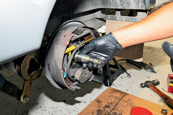 Putting -a -light -smear -of -grease -on -the -spindle -of -the -wheel