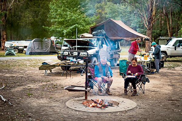 People -sitting -at -the -camp -and -enjoying -the -meal