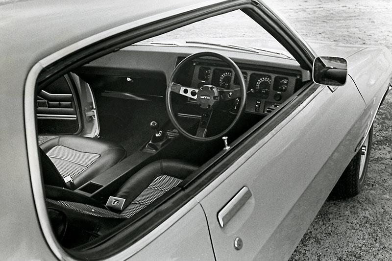 Holden -hq -dash -2