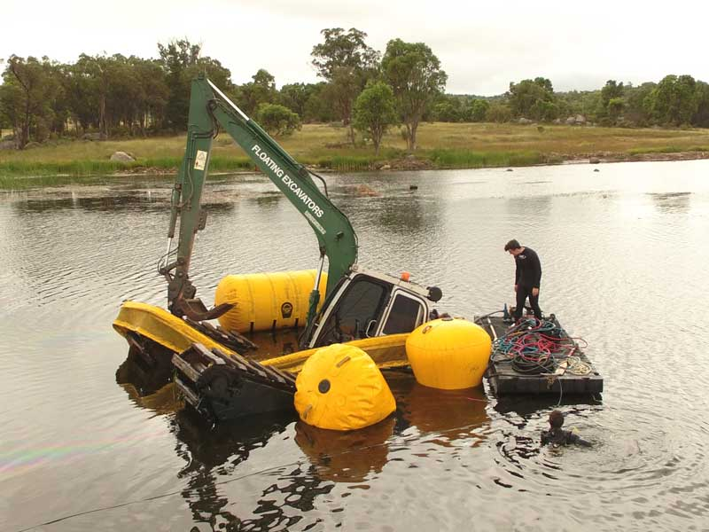 Heking floating excavator