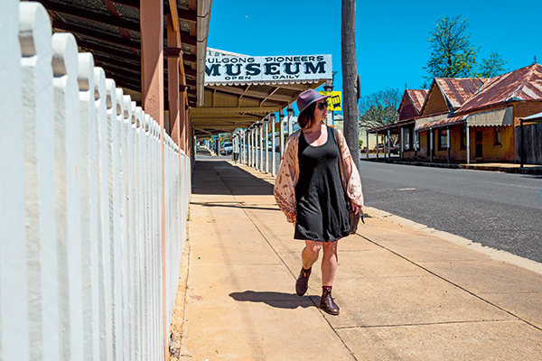 Emma -is -walking -on -the -streets -of -Gulgong