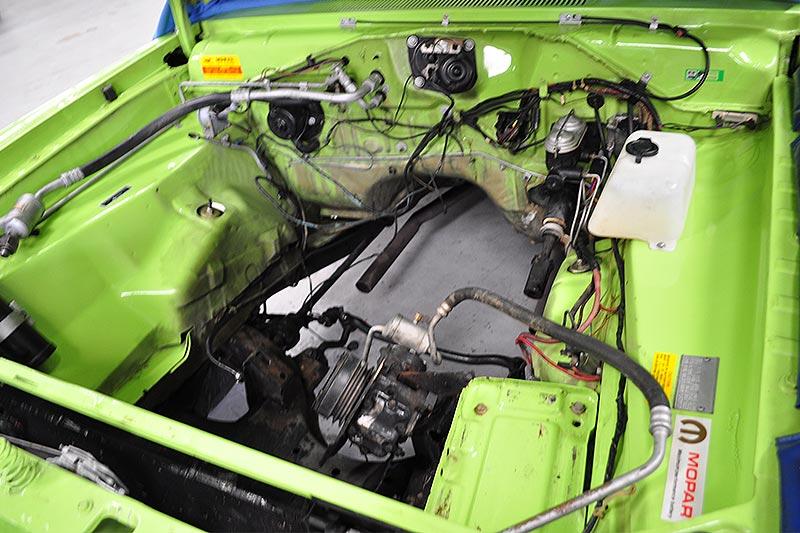 Dodge -dart -engine -bay