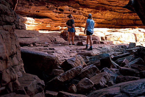 Two -women -at -Alligator -Gorge -SA