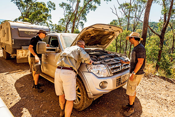 Fixing -Mitsubishi -Pajero -on -the -road