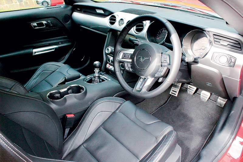 Roush -mustang -interior