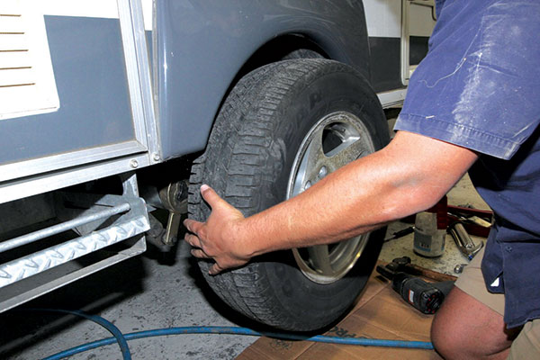 Removing -the -road -wheels -from -the -caravan
