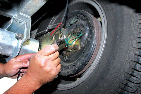 Caravan -brake -wires -are -cut -and -the -insulation -paired -back