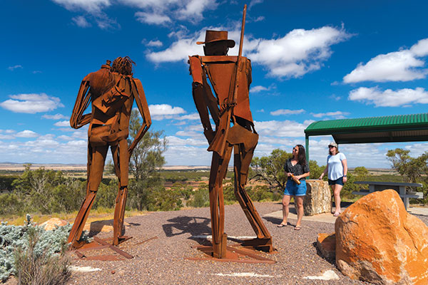 Sculptures -as -a -tribute -to -Edward -John -Eyre -at -White -Knob -Lookout -in -SA