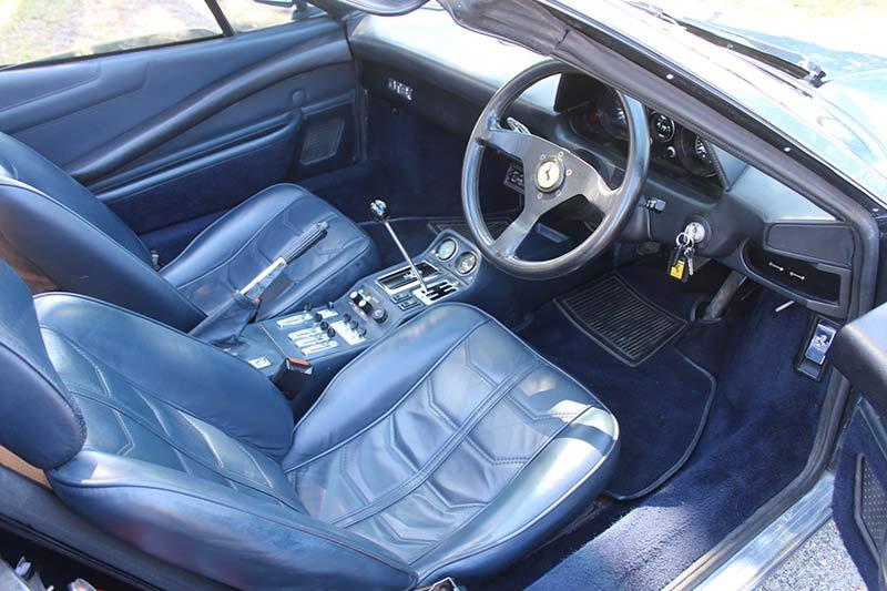 Ferrari -308-interior