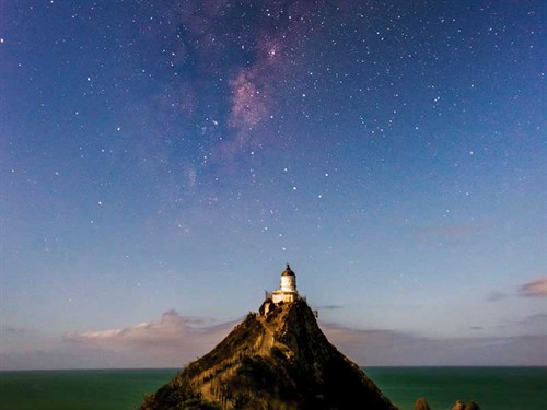 The -Milky -Way -at -Nugget -Point -Lighthouse