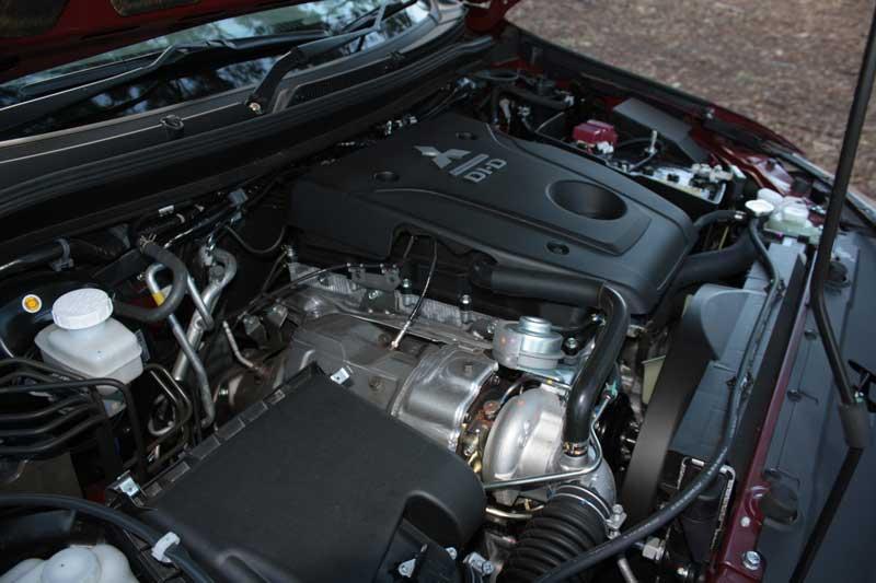 Mitsubishi Pajero Sport GLS SUV engine