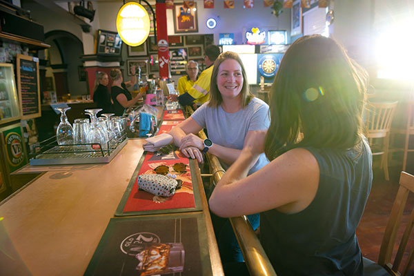 Two -women -at -a -pub -in -Kalgoorlie -WA