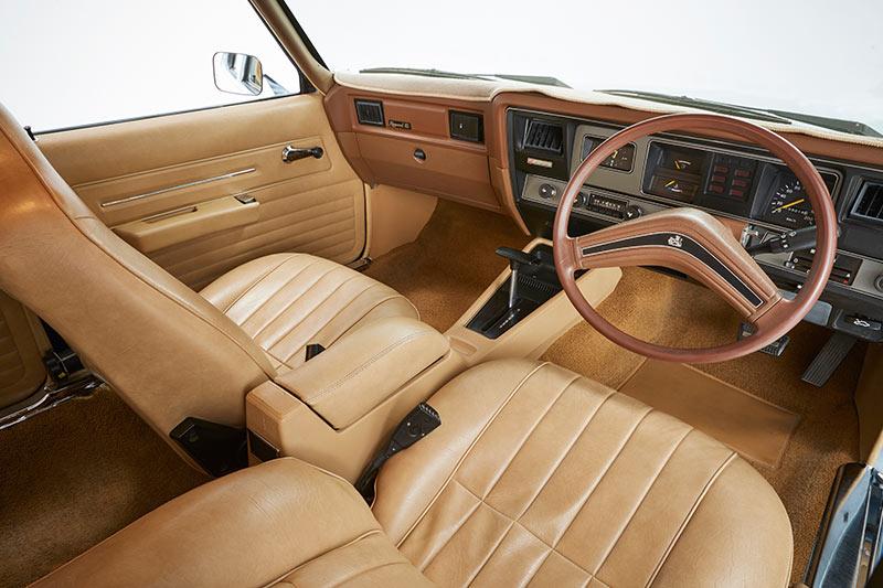 Holden -hz -kingswood -interior -front