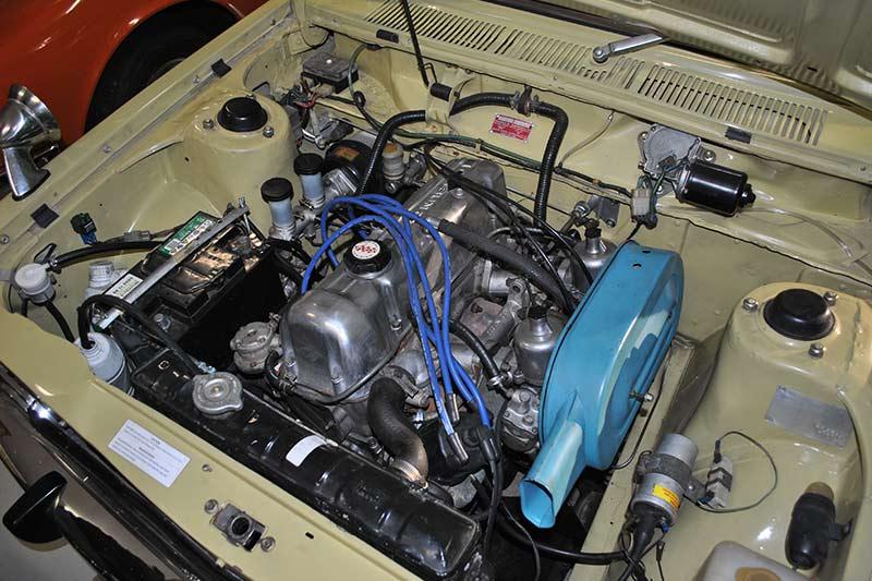 Datsun -1800gl -engine -bay