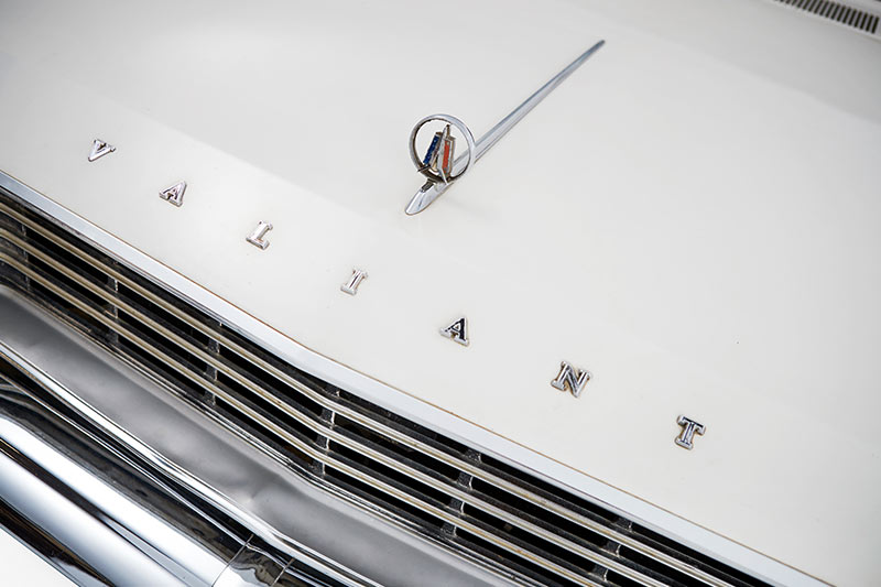 Chrysler -valiant -wagon -emblem