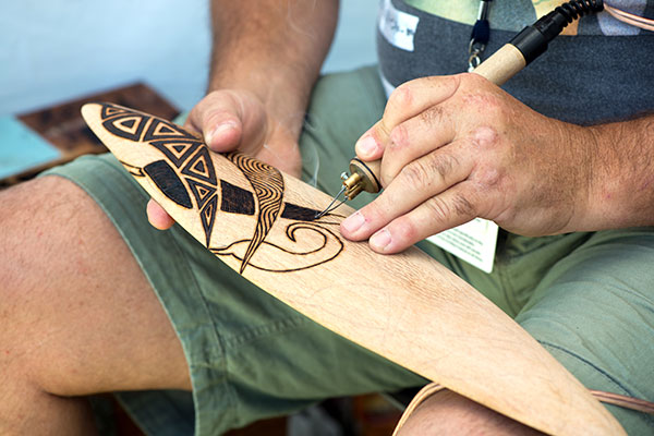 Making -an -australian -aboriginal -boomerang
