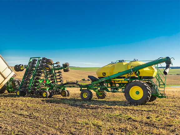 The John Deere 1910 Air Cart with a 1890 No-Till Air Drill