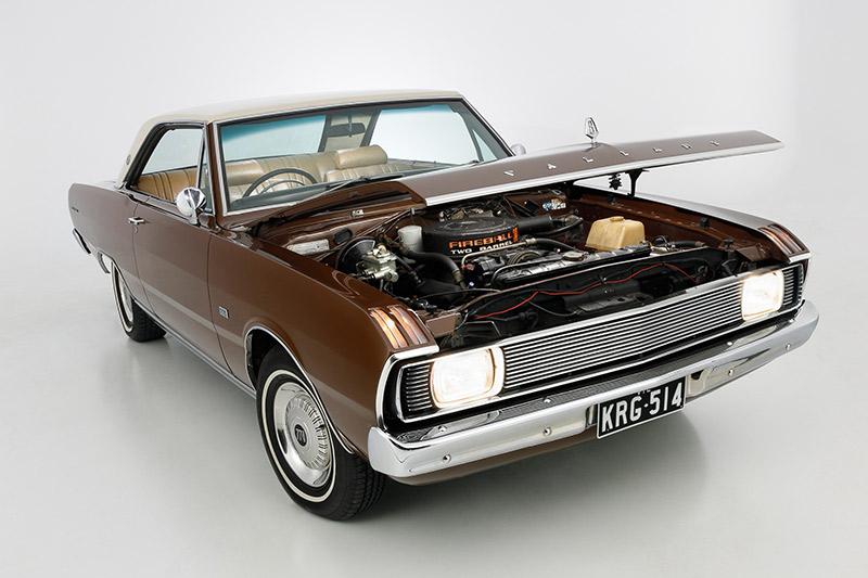 Chrysler -valiant -bonnet -up