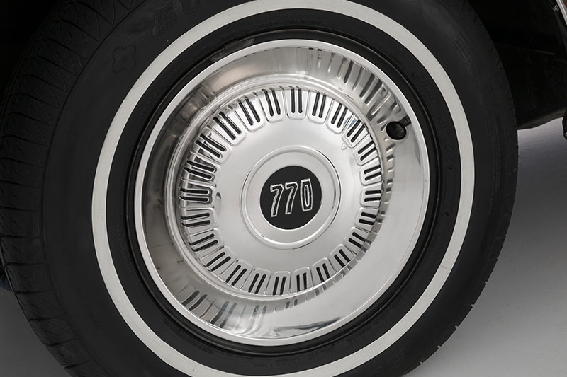 Chrysler -valiant -wheel